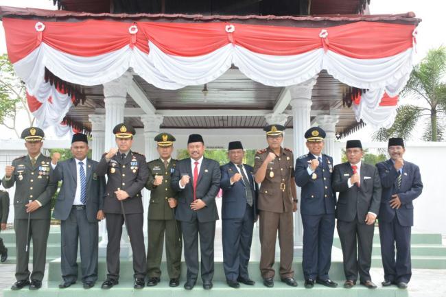Kapolres Kampar Pimpin Upacara Ziarah Nasional Hari Pahlawan di TMP Kusuma Eka Bhakti Bangkinang