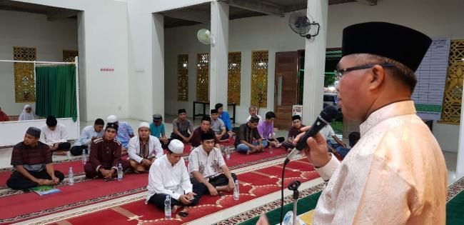 Bersafari Ramadhan ke Mushalla Nurul Farah, Rektor Titip Mahasiswa UIR