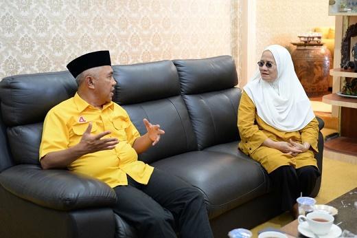 Andi Rachman Disuguhi Bolu Berendam, Silaturahmi ke Rumah Hj Juriyah Soegianto
