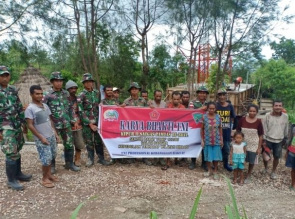 Bakti TNI di Perbatasan, Bersama Masyarakat Bangun Bak Penampungan Air Bersih