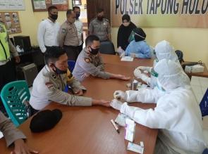 Polsek Tapung Hulu Kerjasama dengan Puskesmas, Lakukan Rapid Test Bagi Anggota dan Masyarakat