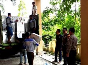 Dikawal Ketat Polisi, Hari Ini KPU Bengkalis Distribusikan Logistik Pilgubri ke Kecamatan
