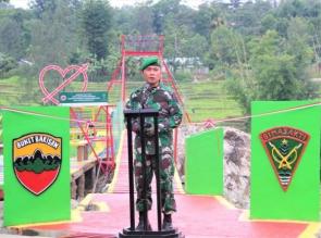 TNI Bangun Jembatan Gantung Yang Menghubungkan 2 Kabupaten di Desa Noepesu dan Bonleu