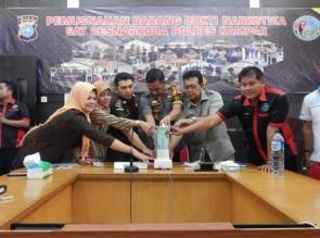 Polres Kampar Musnahkan 1/2 Kg Lebih Shabu dan Pil Extacy
