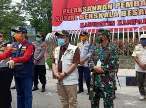 Gubernur Riau bersama Kapolda, Danrem, Danlanud, Hadiri Penyemprotan Desinfektan Serentak di Kampar