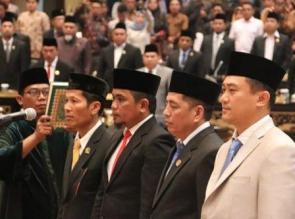 Ketua Defenitif DPRD Riau Periode 2019-2024 Resmi Dilantik