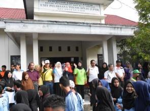 Gerak jalan dalam Rangka Hut PGRI Ke 73