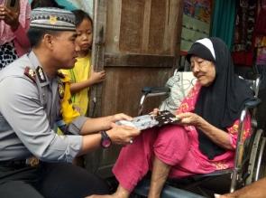 Nenek Rayhana Dikunjungi Tim Jumat Barokah Polresta Pekanbaru.