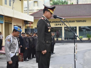 Wakapolresta Pekanbaru Pimpin Upacara Hari Pahlawan di Mapolresta