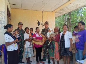Peduli Kesehatan Balita dan Ibu Hamil, TNI Gelar Pelayanan Posyandu di Perbatasan