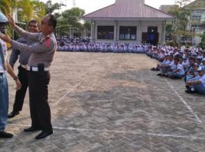 Kasat Lantas Sosialisasikan Tertib Berlalulintas dan Pemilu Damai di SMAN 1 Bangkinang Kota