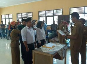 Kades Tanjung Sawit Lantik Kaur Pembangunan dan Kaur Keuangan