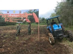 Dukung Program Ketahanan Pangan, Kodim 0313/Kpr Traktor Lahan untuk Tanam Jagung di desa Ridan perma