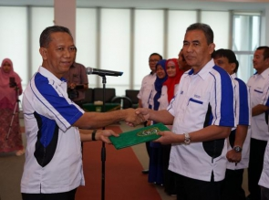 Rektor Prof. Syafrinaldi Lantik Pengurus PS UIR