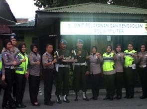 Hari Juang Kartika ke-72, Kunjungi Denpom I/3, Polresta Pekanbaru Bawa Kue Ulang Tahun