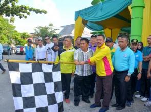 Bupati Kampar Lepas Ribuan peserta GerakJalan Peringatan HAB ke 74.