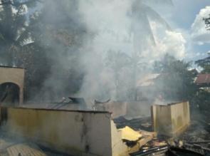 Satu Unit Rumah Semi Permanen di Desa Ganting Damai Salo Ludes Terbakar