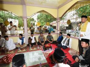 Gubernur Riau Hadiri Tradisi Hari Raya Enam