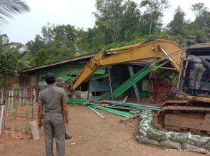 Berantas Pekat Tim Yustisi Bongkar Paksa Warung Remang -Remang di Kampar