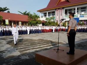 Sat Binmas Polresta Pekanbaru Pimpin Upacara Senin Pagi di SMP N 29