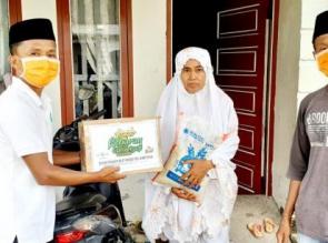 PW RMI-NU Riau Serahkan Kado Lebaran Untuk Para Guru Ngaji.