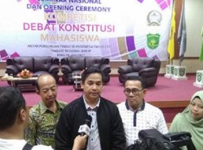 Tim Fakultas Hukum UIR Lolos Kompetisi Debat Mahasiswa Konstitusi Regional Barat