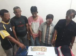 5 Pria Diamankan Polsek Kampar Kiri Hilir Saat Bermain Judi di Warung Desa Bina Baru