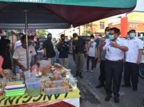 Tinjau Pasar Ramadhan, Bupati Kampar Ingatkan Jaga Jarak.