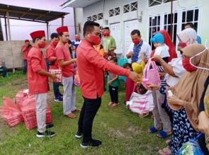 Hari ke-9 PDI Perjuangan Riau Berbagi, H. Zukri : Tingkatkan Kesadaran Masyarakat Lawan Covid19