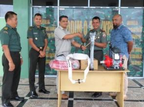 Antisipasi Karhutla, Kodim 0313/KPR Terima Bantuan 2 Unit Mesin Pemadam Dari Korporasi