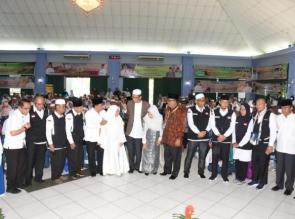 Bupati Kampar Sambut Langsung Jemaah Haji Kampar