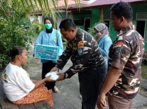 Lagi - Lagi GM FKPPI 0402-07 Bangkinang Kota Bagi Takjil Kepada Masyarakat Disaat Akan Berbuka Puasa