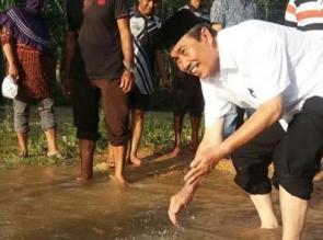 Langsung Penuhi Janji, Syamsuar Merapah Banjir di Inhu