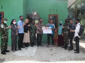 Pekerjaan Bedah RTLH Rampung, Kasdim 0313/KPR Dampingi Pinca BNI Bangkinang Serahkan 2 Kunci Secara