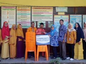 Berkat Bantuan Kursi dan Meja dari RAPP, Siswa SDN 06 Desa Sering, Tak Lagi Lesehan di Kelas