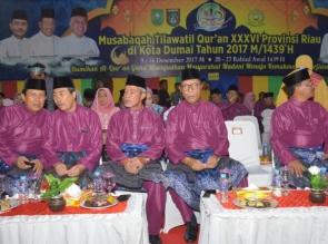 Hadir Pembukaan MTQ, Bupati Kampar Tandatangan Prasasti MTQ Ke-36 Provinsi Riau