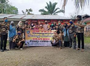 GM FKPPI Bersama PC Kampar Binaan Kodim 0313/KPR Beri Bantuan Sembako dan APD Buat Tenaga Medis