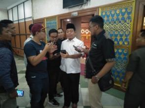 H.Syafaruddin Poti Pertanyakan Plakat DPRD Riau, Hanya Bergambar Istana Siak