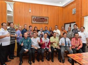 Kadin Bersama OJK Dan FKIJK Riau Gelar Dialog Bersama