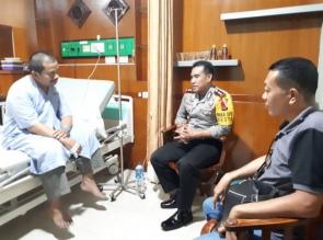 Wakapolresta Pekanbaru Mengunjungi Ustadz Dasman Yahya di Rumah Sakit