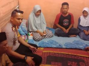 Kapolres Kampar Melayat Kerumah Keluarga Korban Penganiayaan