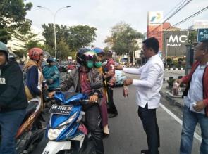 PDI Perjuangan Riau Bagikan Ribuan Jamu Anti Corona dan Hand Sanitizer Gratis Kepada Masyarakat