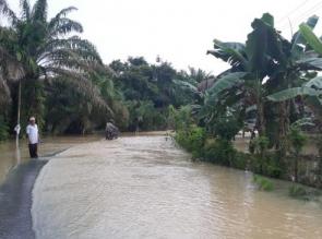 Akibat Hujan Lebat, Beberapa Jalan Penghubung Desa di Wilayah Kampar Kiri Terendam Banjir