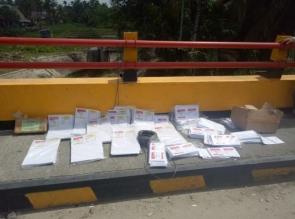 Warga Digegerkan Penemuan Surat Suara di Bawah Jembatan