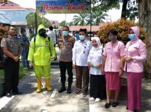 Cegah Penyebaran Covid-19, Polres Kampar Bersama Dinkes Lakukan Desinfeksi di Area Pelayanan Publik