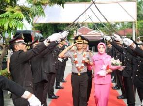 Polres Kampar Gelar Acara Tradisi Penyambutan AKBP Mohammad Kholid sebagai Kapolres yang Baru