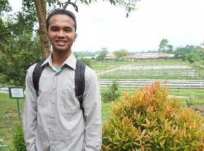 Beasiswa CD PT RAPP : Sempat Putus Asa tidak Ada Biaya, Pemuda Kampar Ini Akhirnya Bisa Kuliah