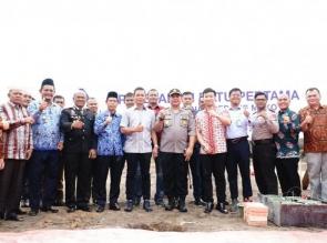 Kapolres Letakkan Batu Pertama Pembangunan Mako Polsubsektor Pelalawan