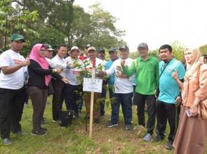 Dukung Program Riau Hijau Bupati Lakukan Penanaman Pohon di Buluh Cina.