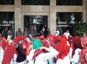 Puluhan RTK Demo Dikantor Bupati Ini Jawaban Sekda dan Kapolres Kampar